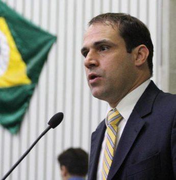 Salmito Filho aprova projeto que estende a isenção de IPVA para veículos que trabalham com transporte de turistas