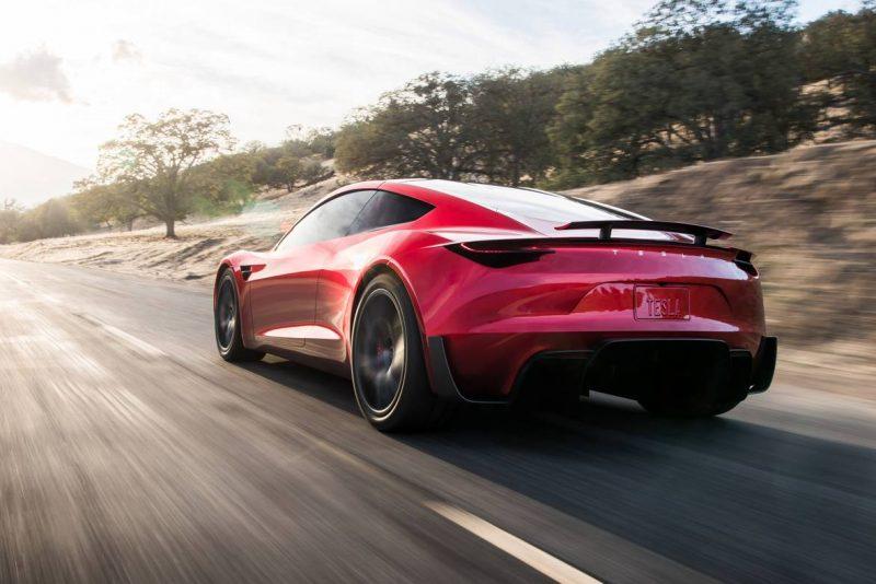 Motorista tira um cochilo enquanto seu Tesla passa dos 140km/h na estrada!