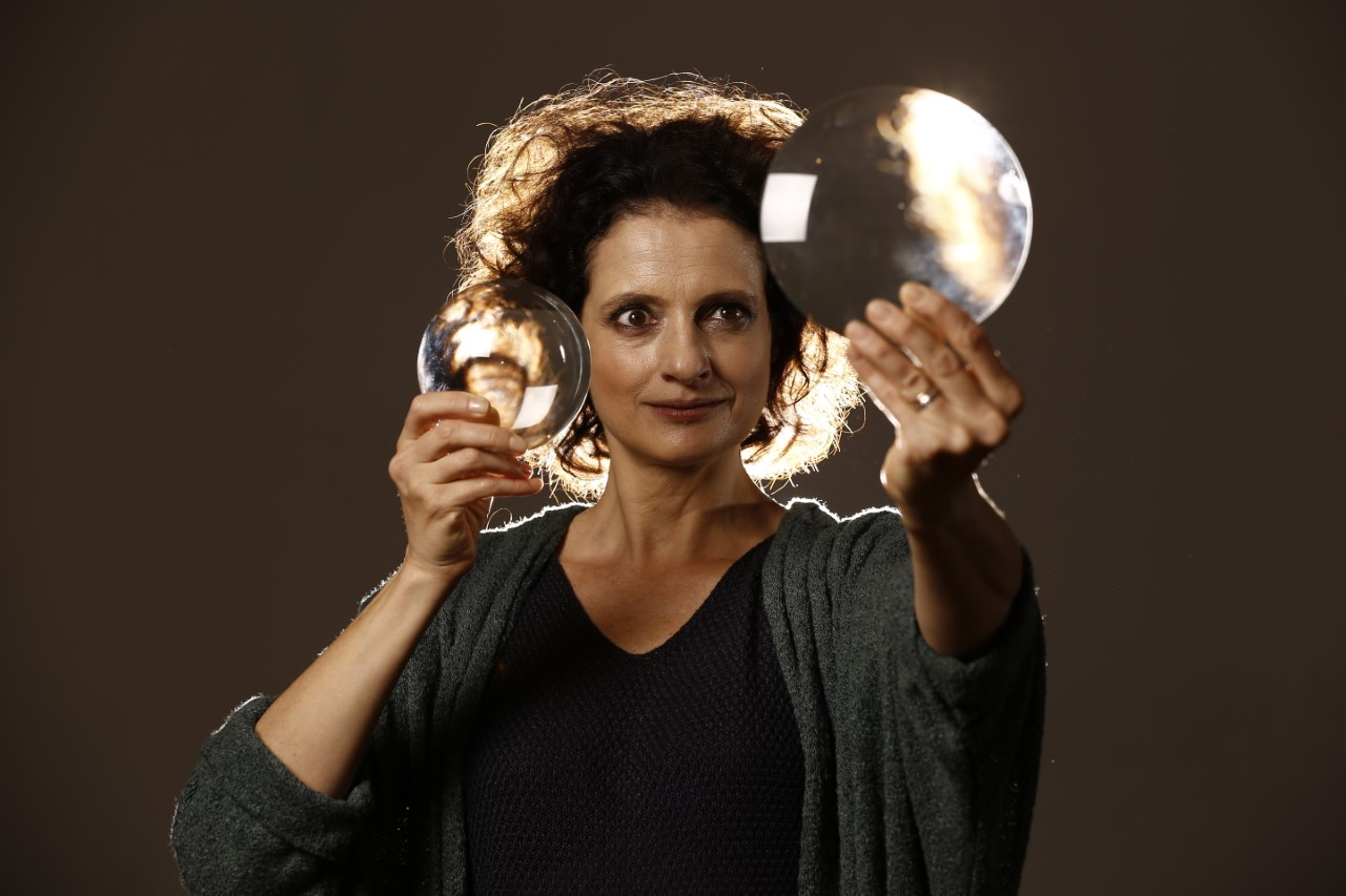 Denise Fraga apresenta performance online nesta quinta-feira (10)