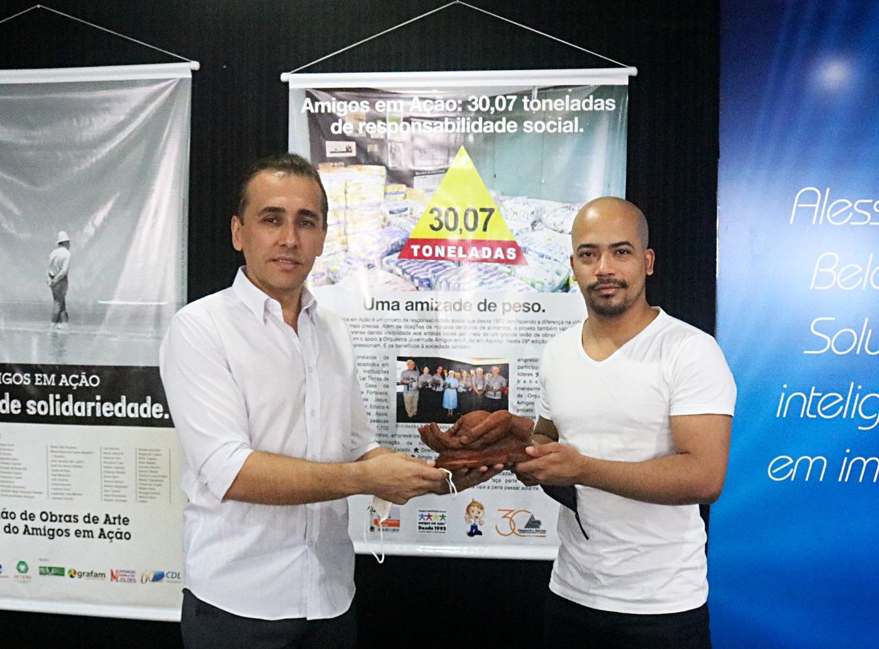 Escultor Assis Filho doa obra para a 29ª edição do Leilão Beneficente Amigos em Ação