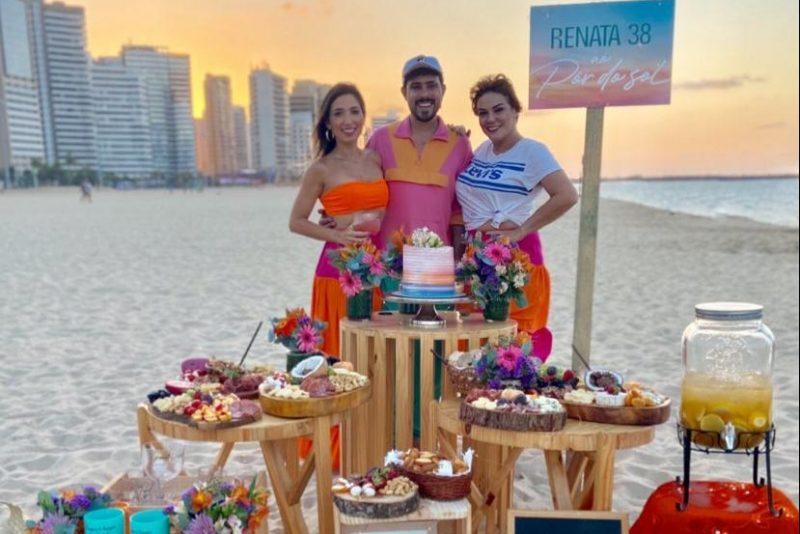 Renata ao Pôr do Sol - Renata Marinho festeja a nova idade com sunset party na Praia de Iracema