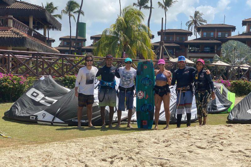 Curtindo os bons ventos do litoral, João Marcelo e Marcelo Amaral praticam Kitesurfe no Cumbuco