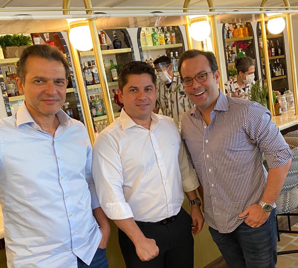Pompeu Vasconcelos, Cláudio Moreira e Ivo Machado almoçam em novo hotspot de São Paulo, o Beefbar