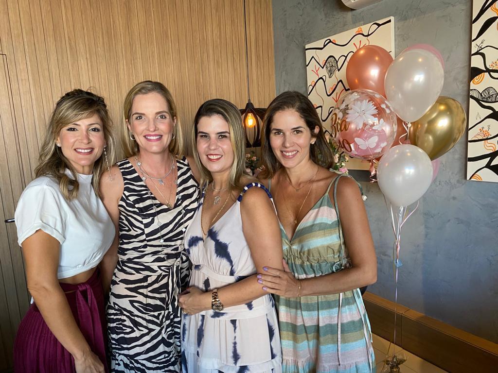 Beatriz Pontes troca de idade com festa surpresa articulada pelas amigas