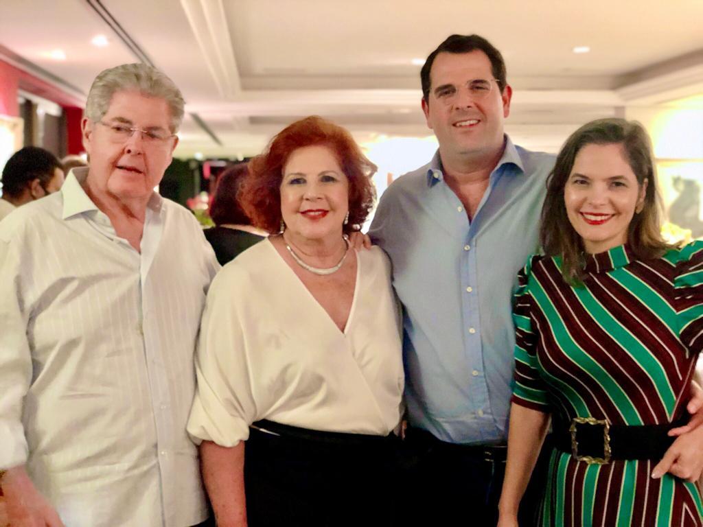 Lucinho Carneiro brinda seu start nas cinco décadas com sessão parabéns intimista