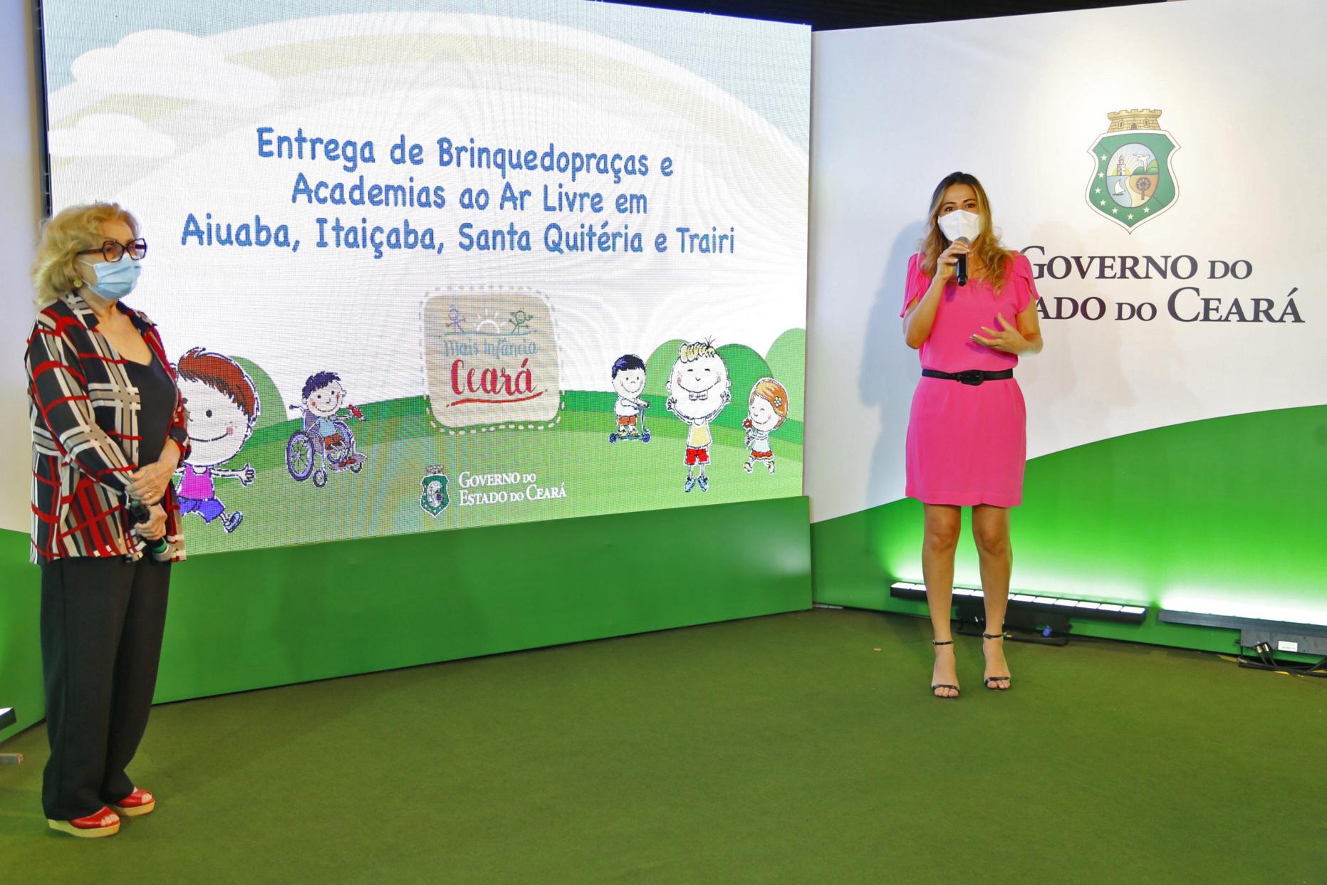 Onélia Santana e Socorro França inauguram quatro novas brinquedopraças e academias ao ar livre