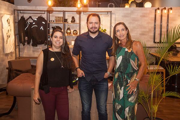 Ana Aline Moura Aguiar, Ana Paula Saboia Moura, E O Designer João Paulo Gondim.