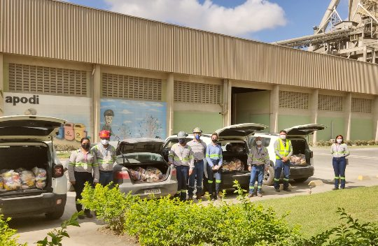 Voluntariado da Cimento Apodi realiza doação de alimentos para 120 famílias