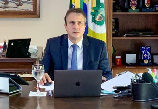 Camilo quer que turistas estrangeiros apresentem testes negativos de Covid-19 recentes, antes do embarque para o Ceará