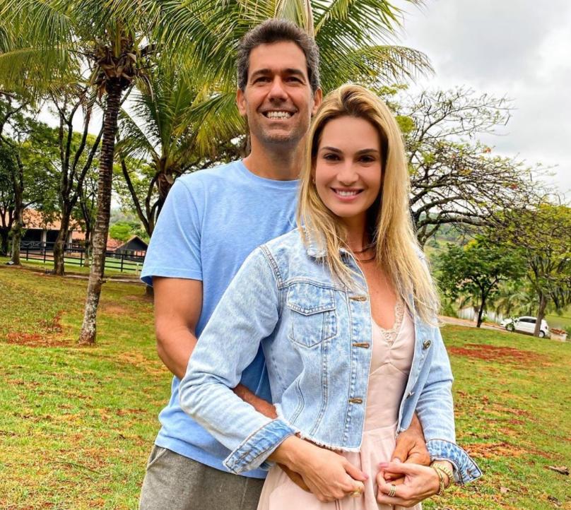 Victor e Germana Melo aterrissam em São Paulo para a inauguração do Haras Melo Pinheiro