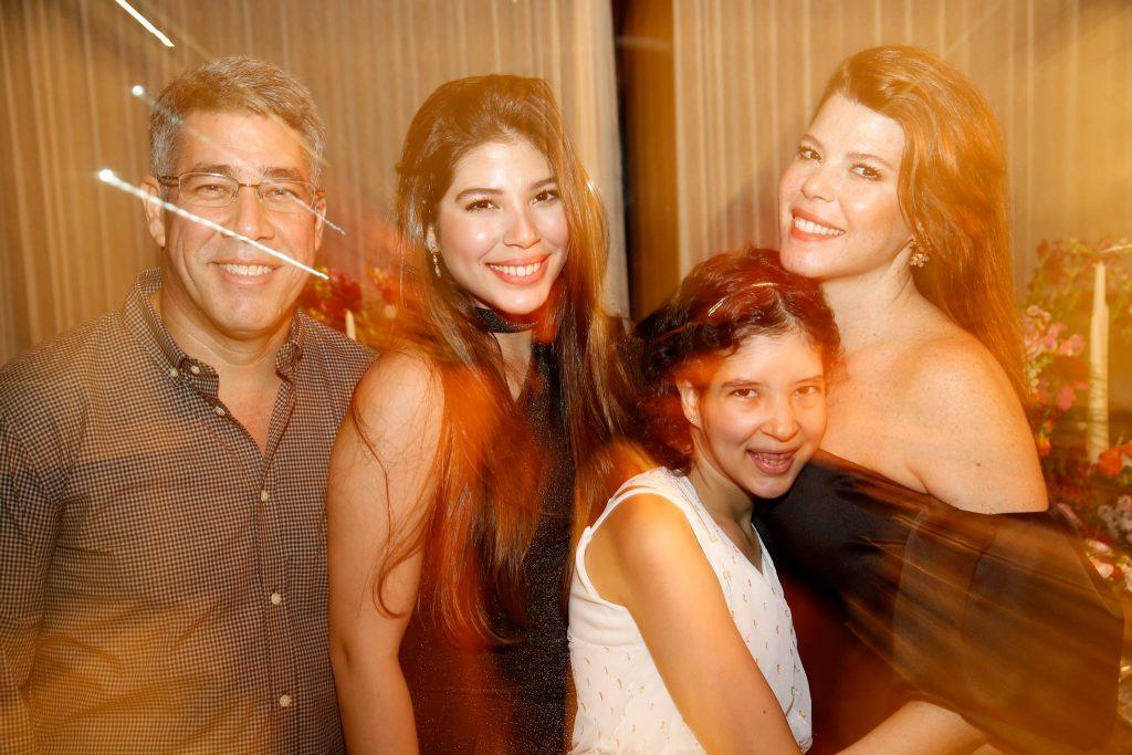 Cid, Lara, Manuela E Marciane Holanda 1
