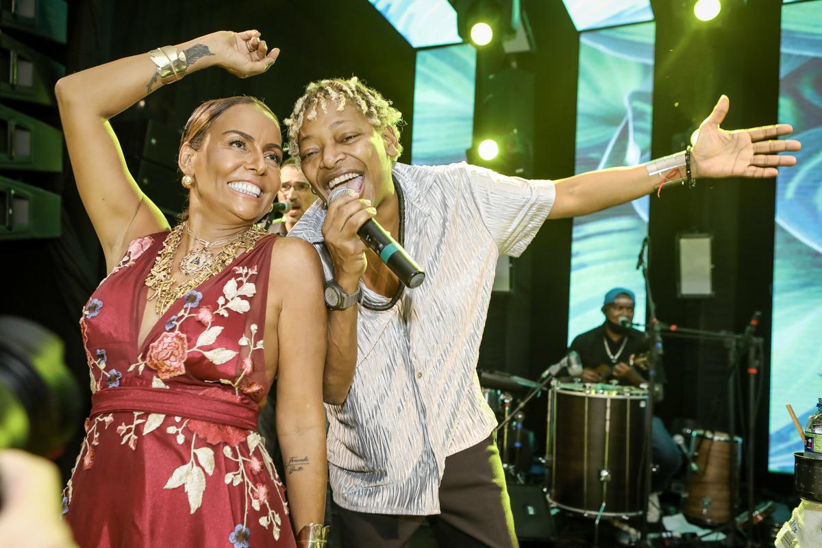 Mart'nália comanda o agito na balada que marcou a nova idade de Gil Santos