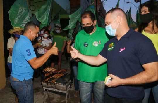 Heitor Freire conversa com moradores e comerciantes do Parque Genibaú
