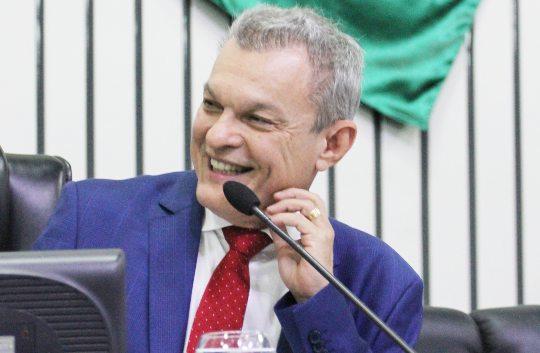Sarto afirma que grarantirá qualificação para 1.000 professores da rede pública