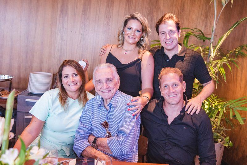 Happy Birthday - Rachel Fortes celebra seu start nas quatro décadas com brinde no Coco Bambu Iguatemi