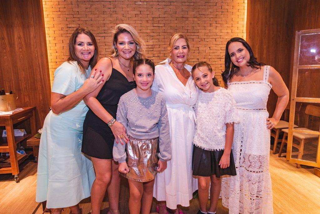 Karine Fortes, Rachel Fortes, Isabela Fortes, Itala Padilha, Sara Cavalcante E Adriana Bezerra
