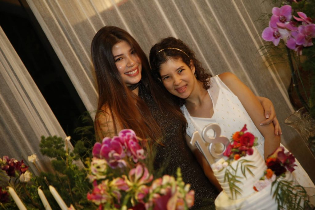 Lara E Manuela Holanda