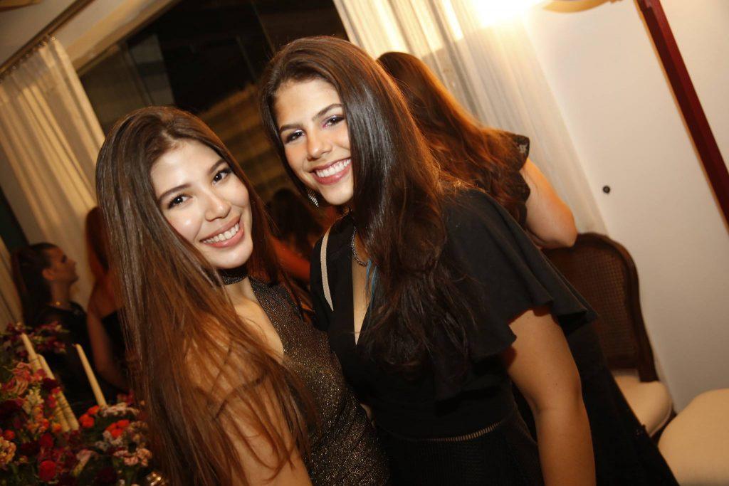 Lara Holanda E Amanda Arruda