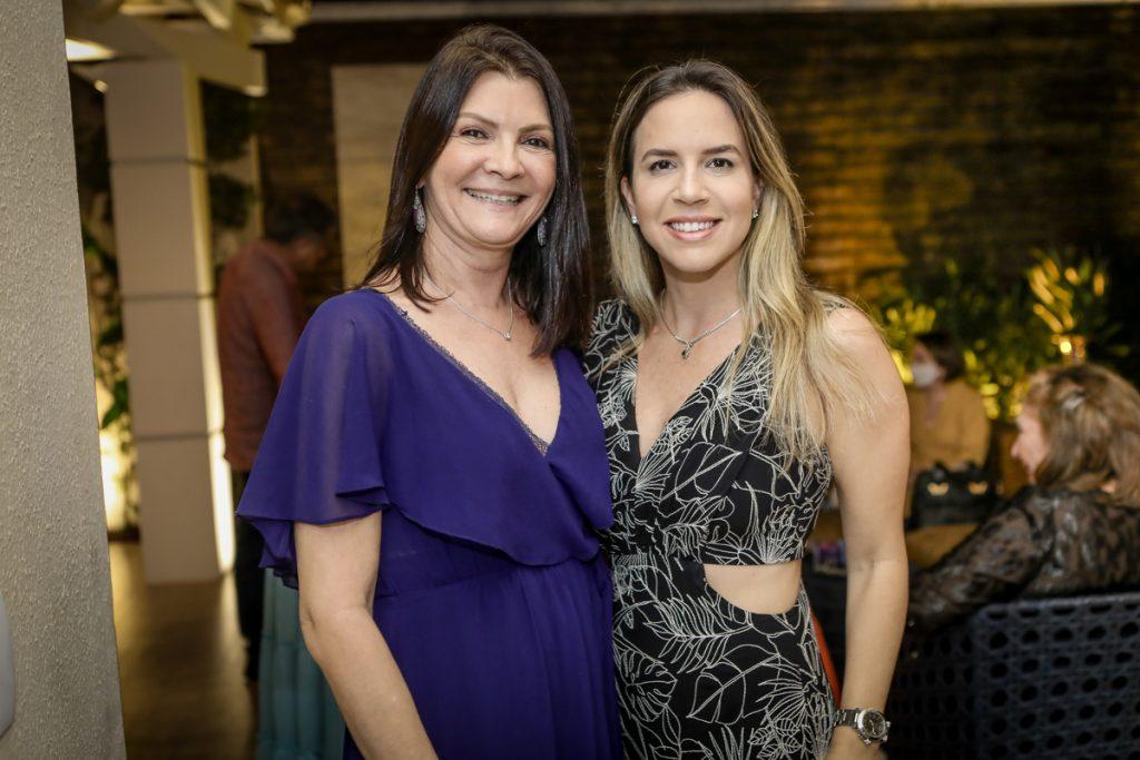 Liliana Farias E Isabella Barros Leal