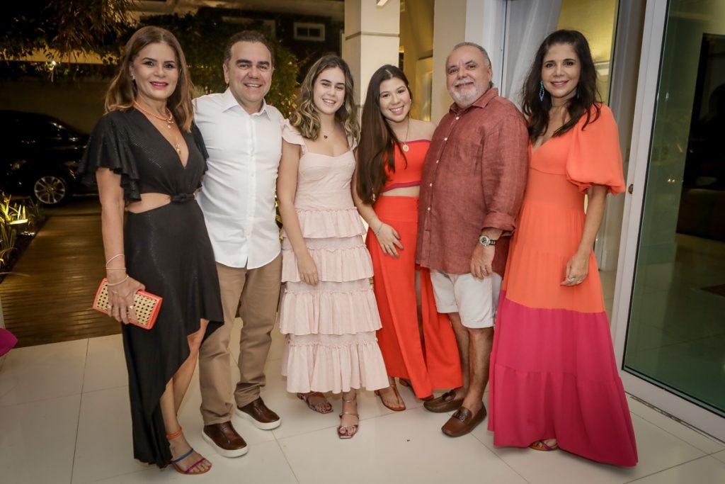 Liliana, Fernando E Maria Linhares, Maria Clara, Pedro E Maria Lucia Carapeba (2)