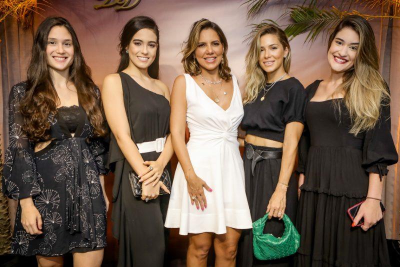 Luana Melo, Tereza Montenegro, Ana Carolina Bezerra, Bruna Waleska Frota E Amanda Melo (2)
