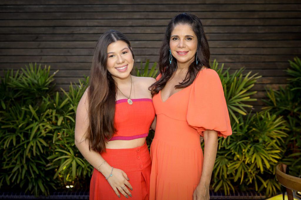 Maria Clara E Maria Lucia Carapeba (1)