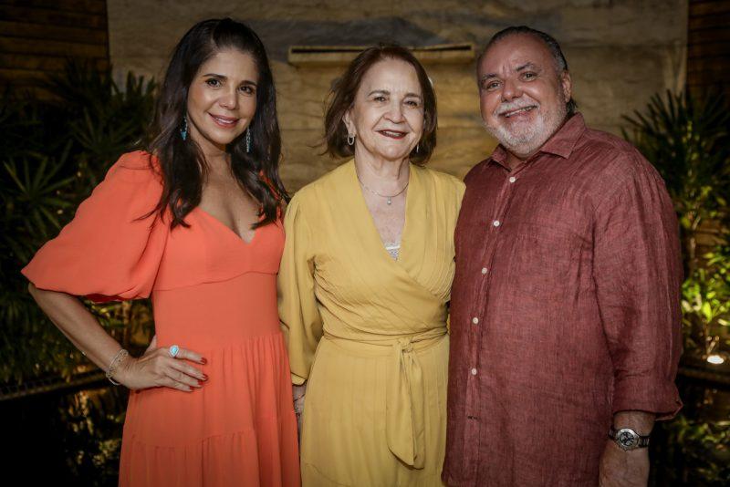 Troca de idade - Maria Lúcia e Pedro Carapeba abrem as portas de sua residência para festejar o aniversário dele