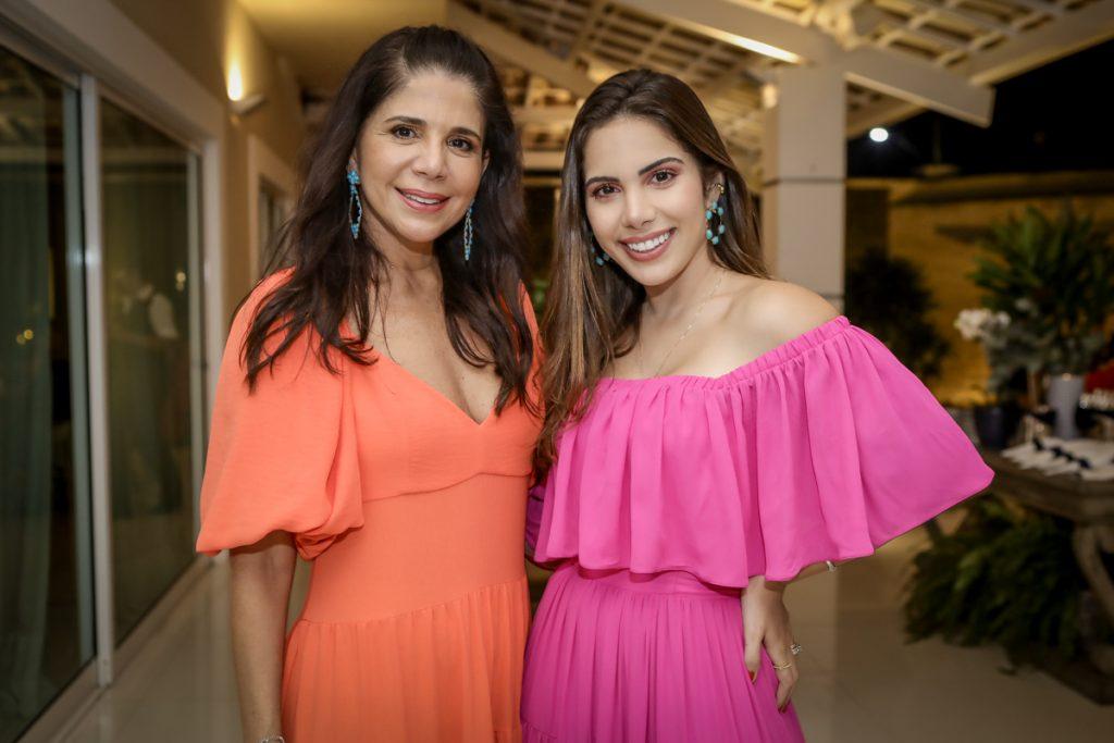 Maria Lucia E Nicole Carapeba