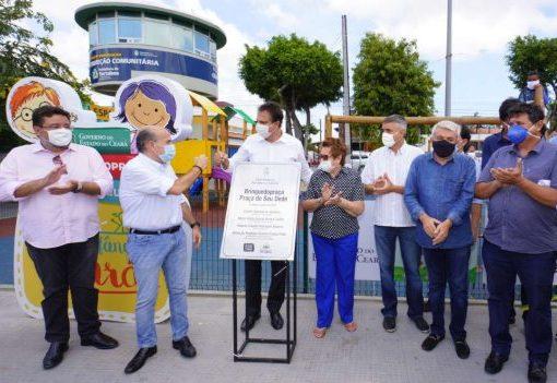 Camilo Santana e Roberto Cláudio entregam praça totalmente requalificada
