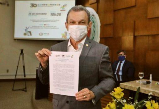 José Sarto assina um compromisso pela infância e juventude de Fortaleza na PGJ