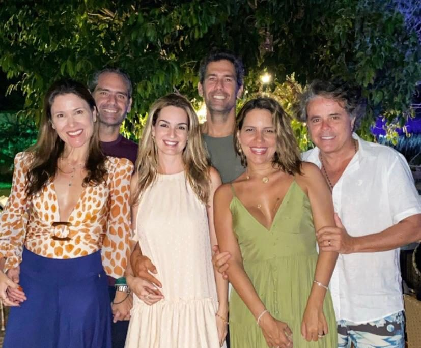 Ivan Bezerra e Ana Carolina Fontenele curtem o feriado entre amigos em Fortim