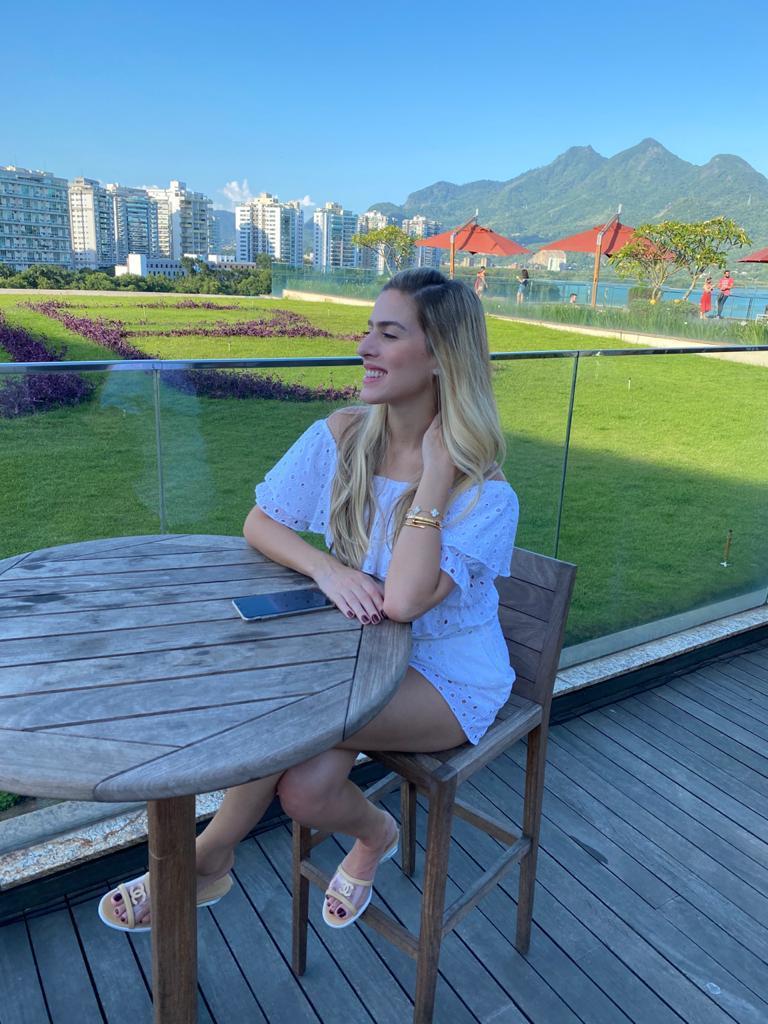 Sarah Castro comemora nova idade com a família no Rio de Janeiro