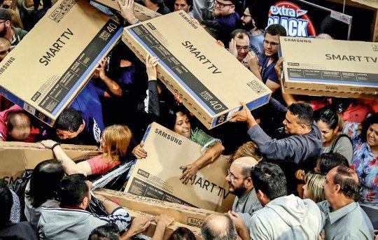 Compra durante a Black Friday requer muita atenção por parte do consumidor