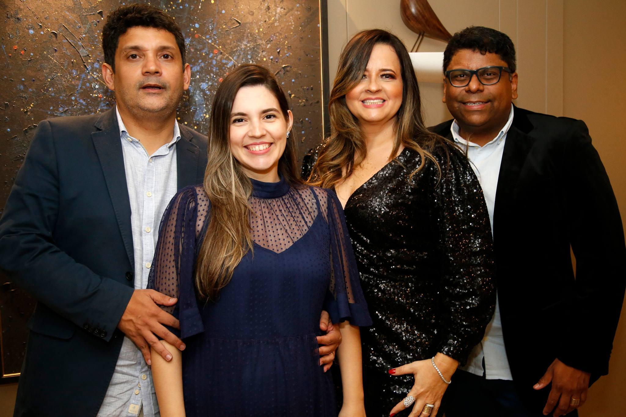 Bruno Queiroz e Juliana Bastos armam jantar em torno do Capitão de Fragata José Roberto Moura