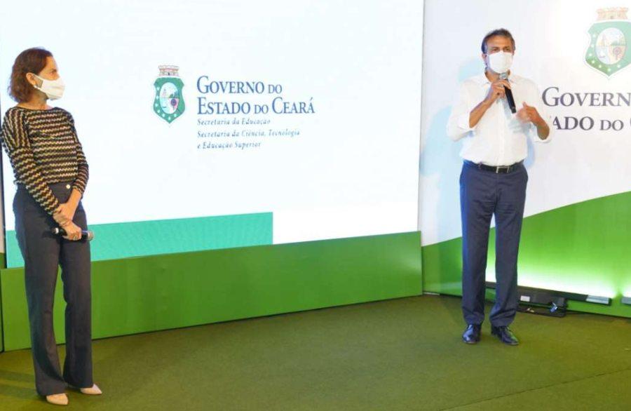 Camilo Santana e Izolda Cela anunciam distribuição de chips de internet para alunos da rede estadual de ensino