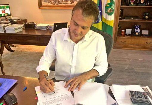Camilo assina atos administrativos que criam as comissões responsáveis pelo concurso na área de segurança pública