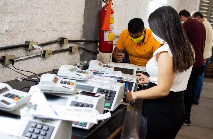 TRE-CE inicia a carga de urnas que serão usadas no segundo turno das Eleições 2020