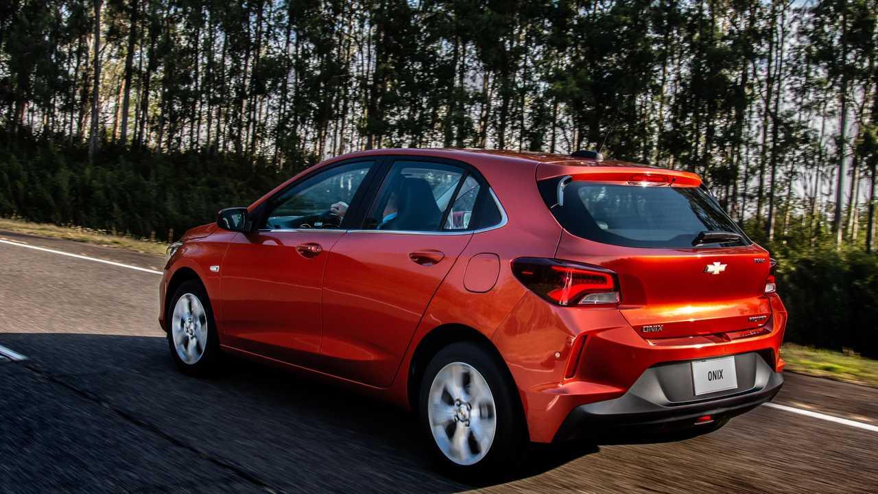 Onix volta a ser o veículo mais vendido do mês