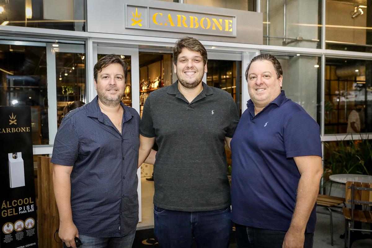 Rodrigo, Ciro e Vitor Moreira inauguram o Carbone Steakhouse, no BS Design
