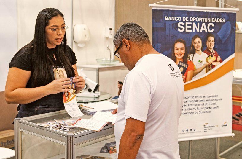 Fecomércio-CE participa da Fenóptica com estande do Senac e palestra sobre oportunidades de negócios no setor