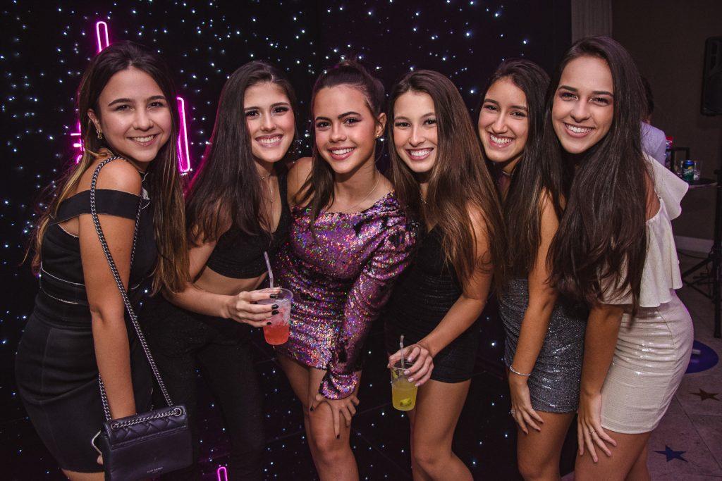 Hanna Borges, Gabriela Machado, Lyna Machado, Livia Fornageiro, Beatriz Girao E Ana Clara Vasconcelos