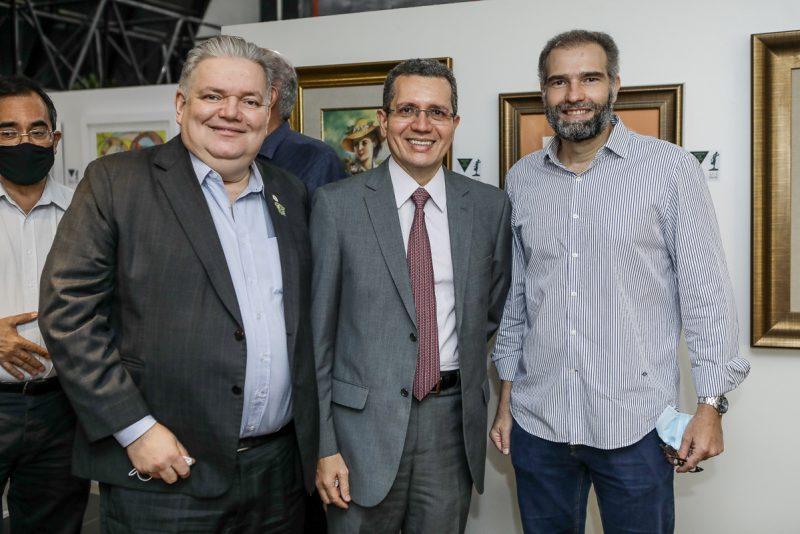 Encontro com a Arte - Mostra Coletiva de Obras de Arte Amigos em Ação é aberta oficialmente na CDL de Fortaleza