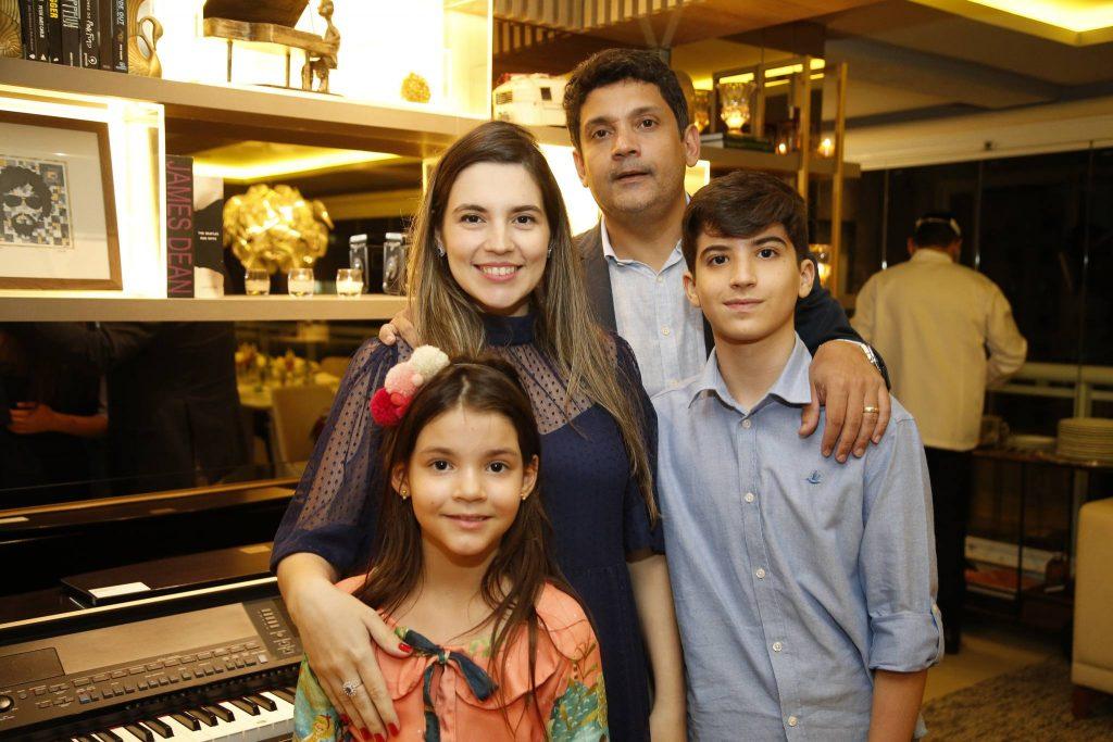 Juliana,maria Beatriz, Bruno E Joao Pedro Queiroz 1