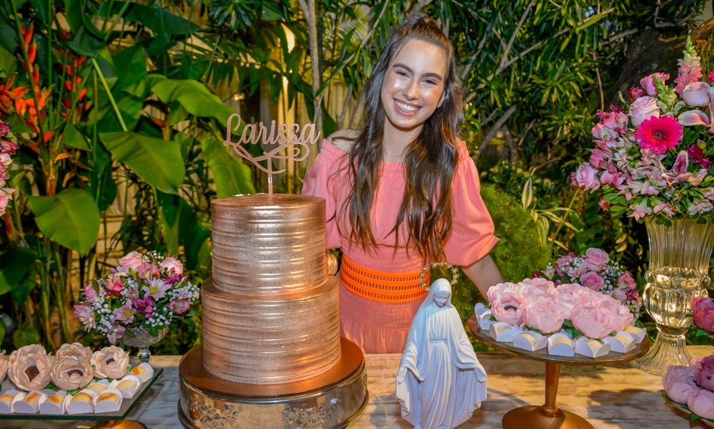 Larissa Lafuente celebra seus 15 anos com festa surpresa articulada por seus pais