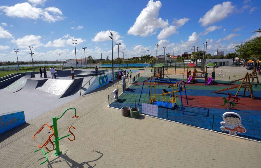 Roberto Cláudio e Camilo Santana entregam novo complexo esportivo e de lazer para a população da Aerolândia