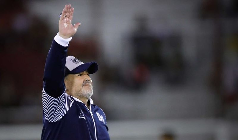 Lenda do futebol, Diego Maradona morre aos 60 anos na Argentina