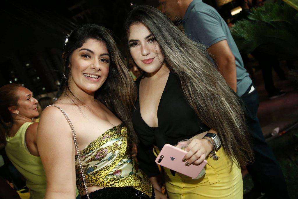 Marina Santos E Renara Oliveira