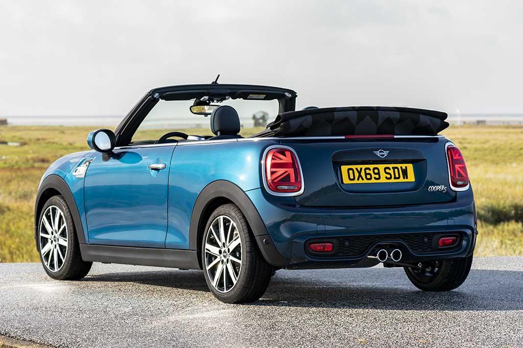 Por R$ 250 mil, você leva a nova versão do Mini Cooper Cabrio, a Sidewalk