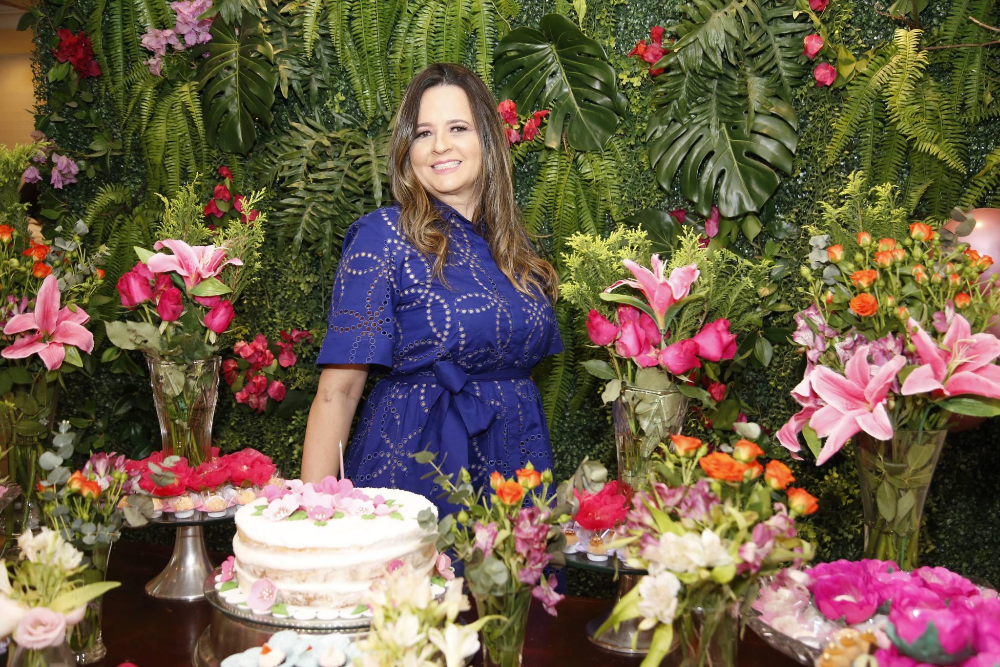 Mychele Sampaio troca de idade e reúne as amigas na Caramelo Bakery
