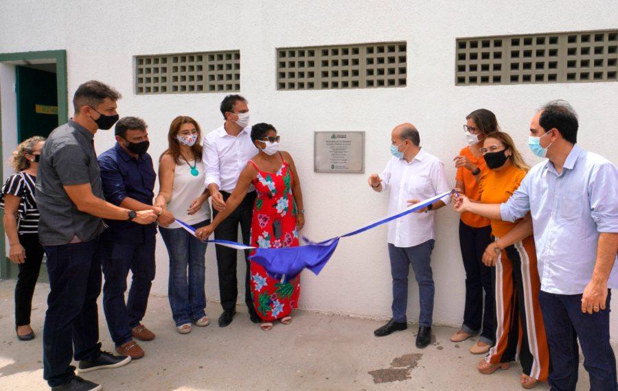 Roberto Cláudio e Camilo Santana inauguram Praça da Juventude e Escola Areninha no bairro Granja Portugal
